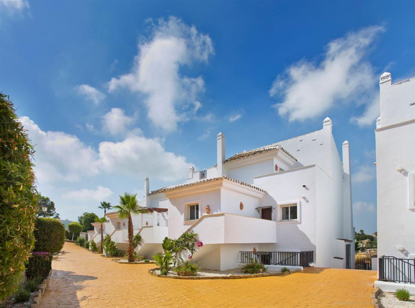 Nieuwe residentie van 49 appartementen met twee gemeenschappelijke zwembaden, kinderspeelplaats, gelegen in een exclusieve en bevoorrechte omgeving van de Costa del Sol: Puerto Banus.