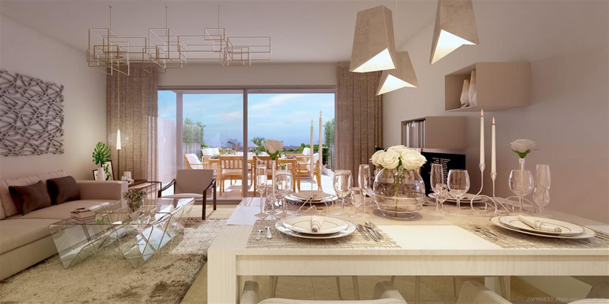 Nouvelle résidence 'boutique' en plein cœur d'un fameux terrain de Golf et avec vue panoramique à la mer.