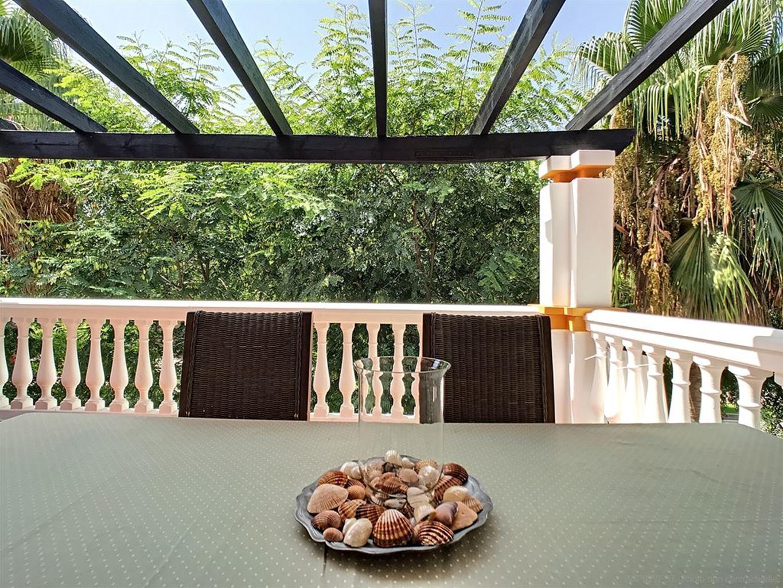 Appartement de luxe dans une des résidences les plus prestigieuses de Puerto Banus avec piscines communes, restaurants, bar à tapas...