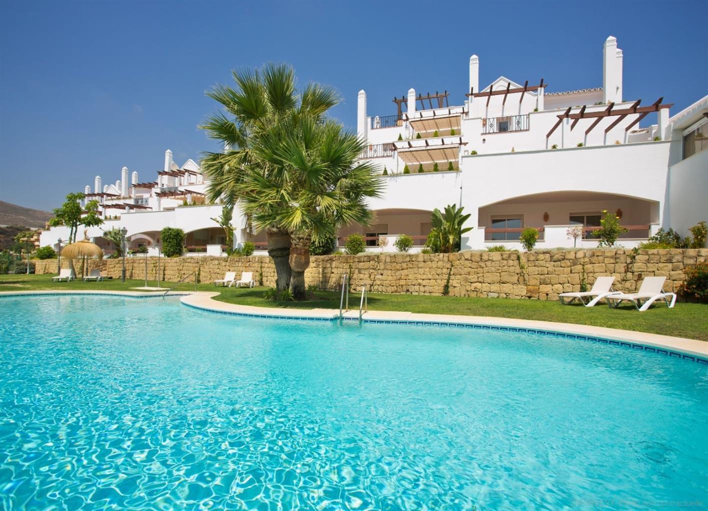 Nouvelle résidence de 49 appartements avec deux piscines communes, aire de jeux pour enfants, située dans une zone exclusive et privilégiée de la Costa del Sol : Puerto Banus.