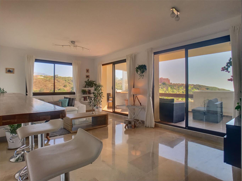 Superbe et unique appartement avec une terrasse de 50m² et vue mer! Une opportunité à saisir!